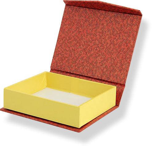 коробка из дизайнерской бумаги