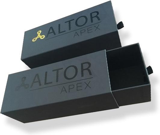 фирменные коробки с логотипом компании