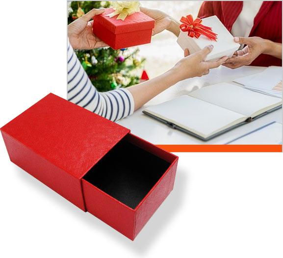 фирменные коробки для подарков