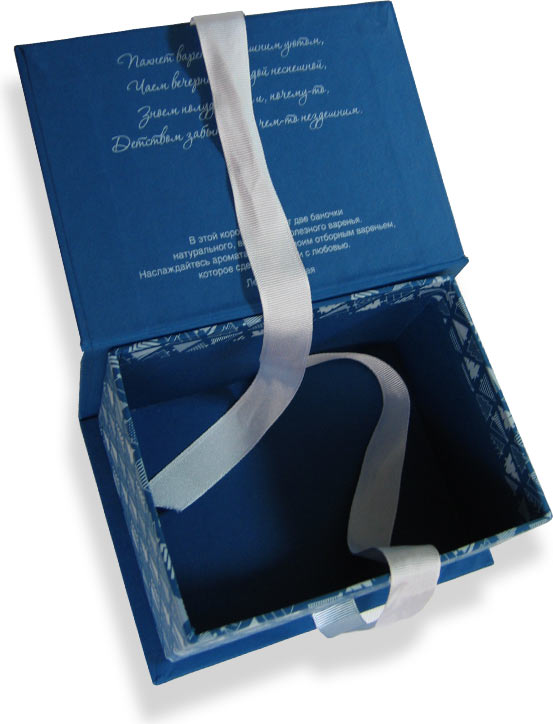 кашированная коробка с лентой