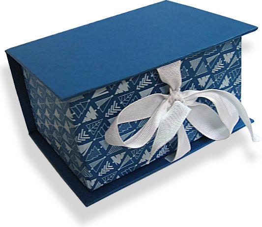 кашированная коробка с лентой и бантом